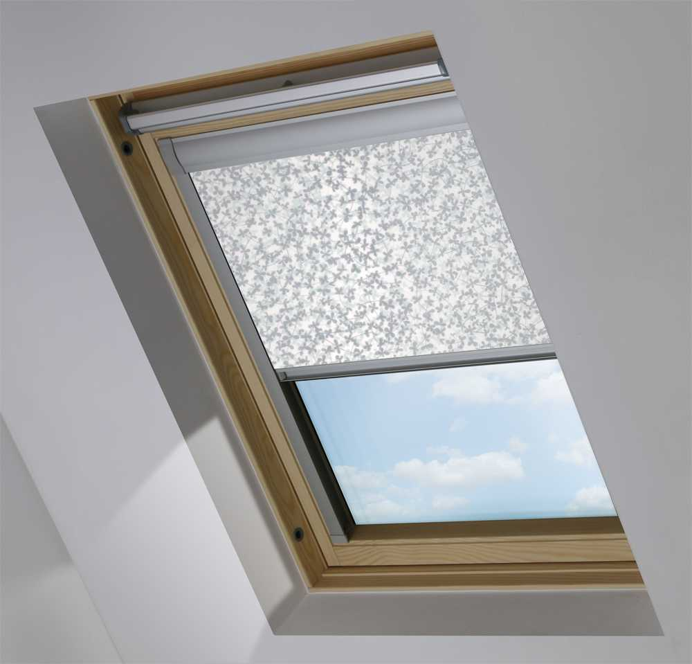 Made-To-Measure Premium Skylight Blind in Meadow Winter Transparent