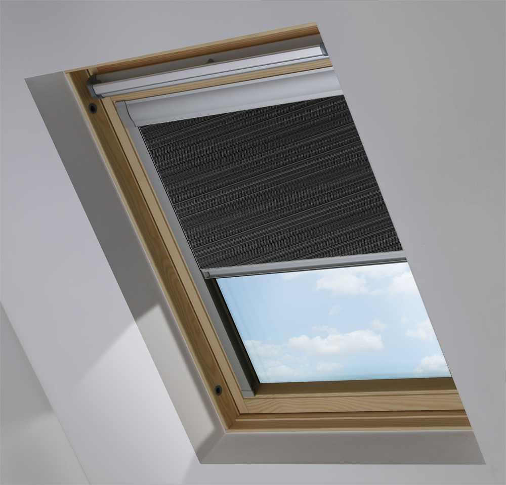 Made-To-Measure Premium Skylight Blind in Nimbus Transparent