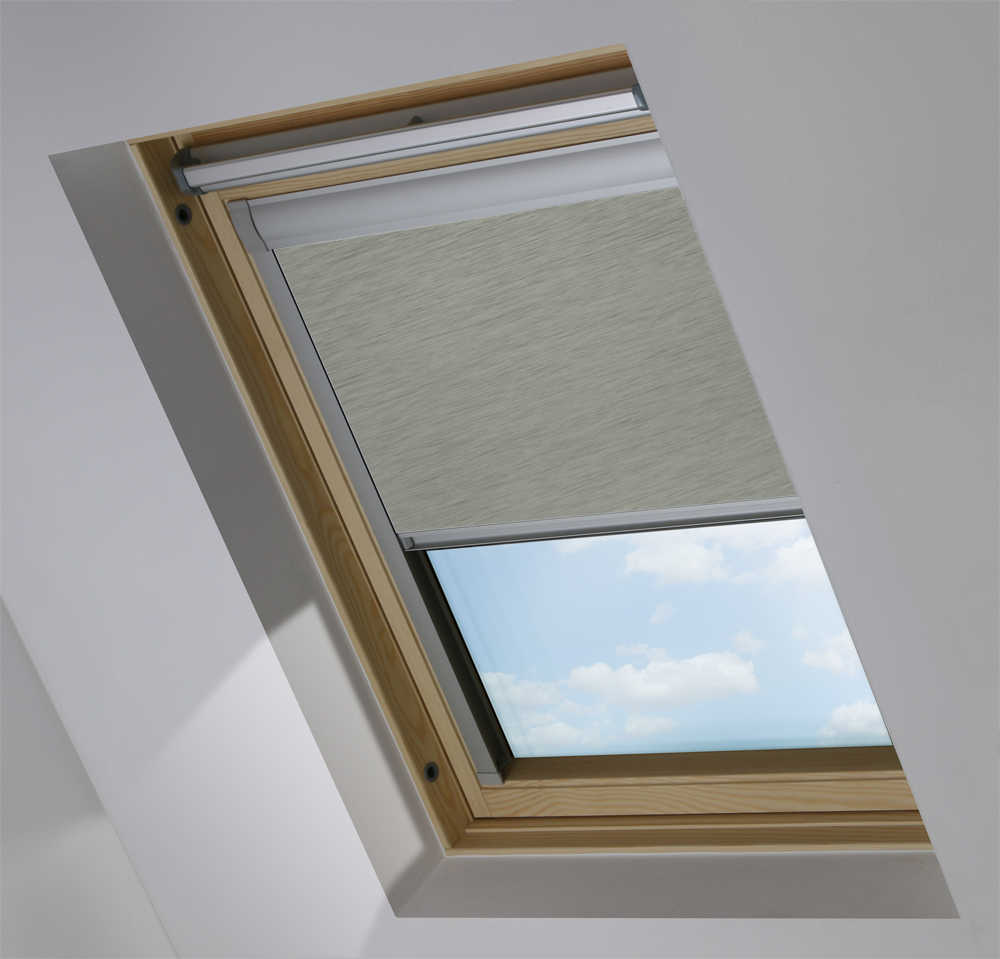 Made-To-Measure Premium Skylight Blind in Horizon Platinum Blackout