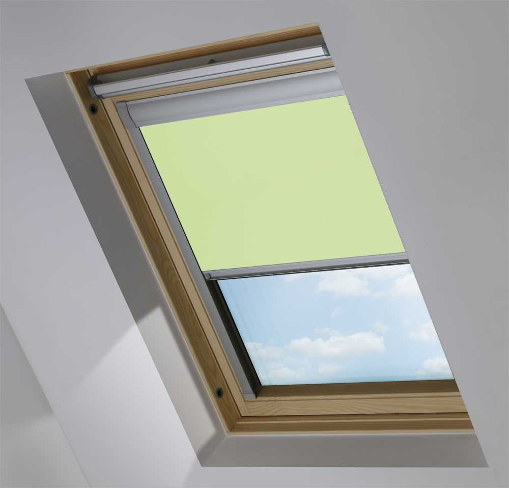 Made-To-Measure Premium Skylight Blind in Light Green Blackout