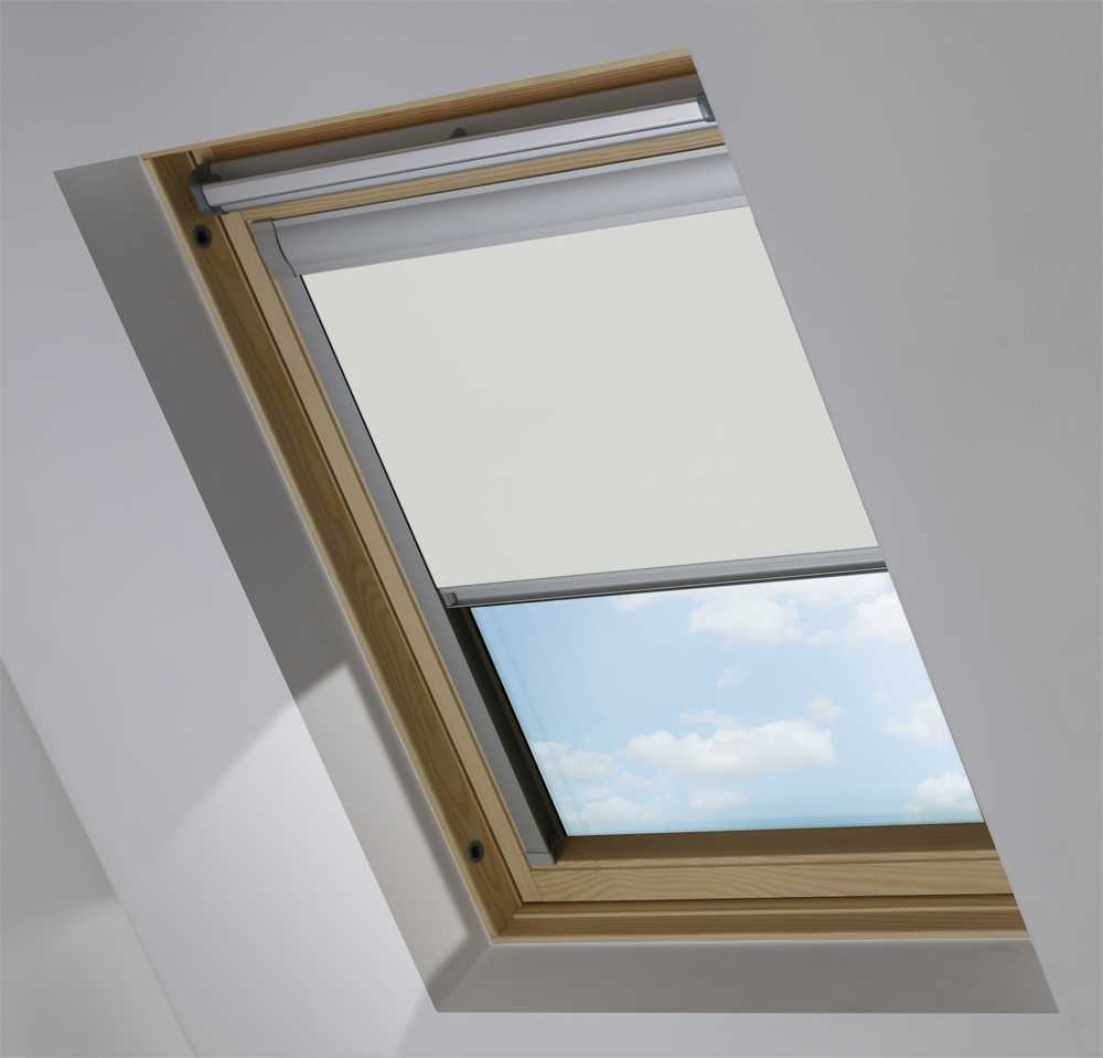 Made-To-Measure Premium Skylight Blind in Light Grey Blackout