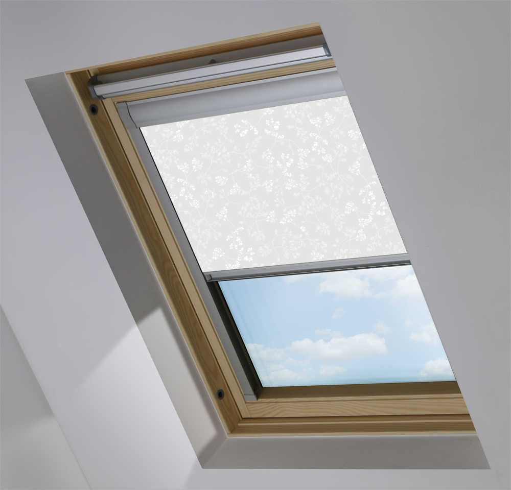 Made-To-Measure Premium Skylight Blind in Meandering Buds White Blackout